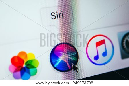 France, Paris - April 18, 2018:  New Siri Icon Application In A Dock On A Screen Of Macbook, Close-u