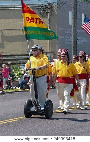 Mendota, Mn/usa - July 14, 2018: Minneapolis Zuhrah Shriners March At Annual Mendota Days Parade.