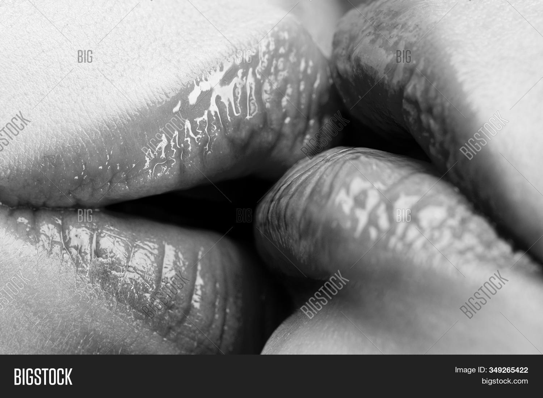 Lasbian girls kissing