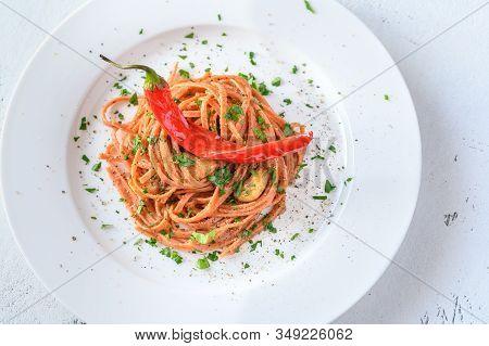 Pasta Aglio, Olio E Peperoncino - Italian Pasta With Garlic, Chili Pepper And Olive Oil