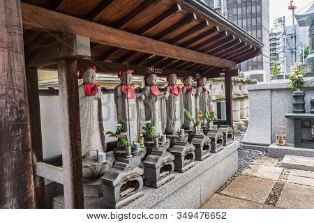 Tokyo, Japan, Asia - September 8, 2019 : Statues At The Chokoku Temple Cemetery