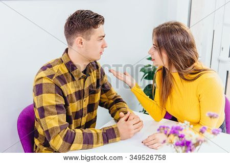 Couple Can Not Reach Consensus, Solving A Problem, Nobody Wants To Step Aside.