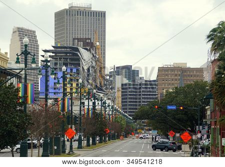 New Orleans, Louisiana, U.s.a - February 4, 2020 - The View Of The Road And Traffic Towards Downtown