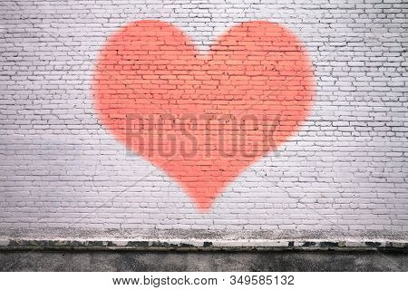 old brick wall graffiti, heart, valentines day background
