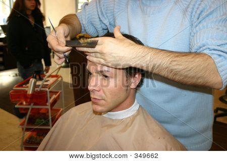 Haare schneiden bei der stylist