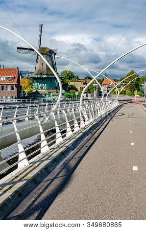 Zaanse Schans, Netherlands - September 23, 2015: Modern Movable Transport Bridge In The Village Of Z