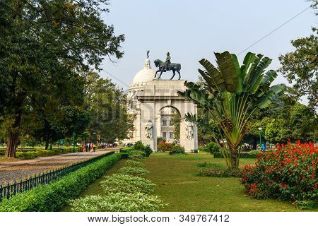 Kolkata, India - March 12, 2019: King Edward Vii Arch In The Victoria Memorial Gardens In Kolkata