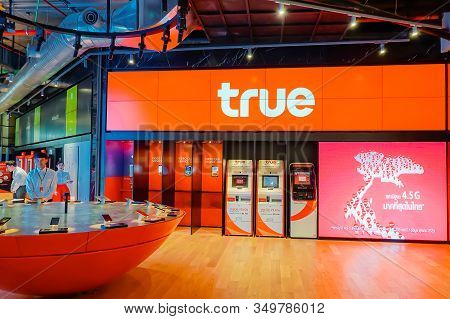 Bangkok, Thailand - April 7, 2019: True Move Shop Service To Customers And People At Icon Siam Bangk