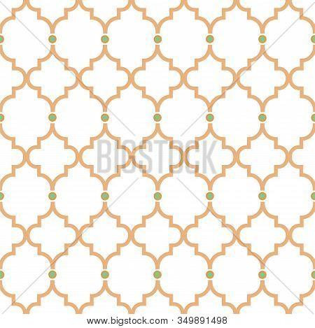 Quatrefoil Gold Lines Seamless Pattern. Oriental Net Tiles Design Classic Decorative Ornament. Moroc