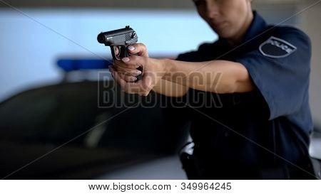 Police Woman Aiming Gun, Homicide Statistics In Law Enforcement, Dangerous Job