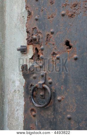 生锈的闩锁