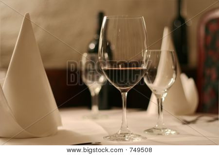 Elegant evening diner table_3852