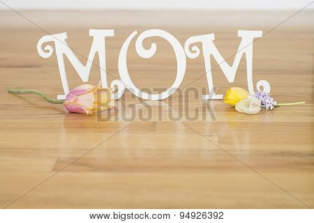 mom letters with tulips