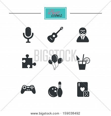 Game, bowling and puzzle icons. Entertainment signs. Casino, carnival and alcohol cocktail symbols. Black flat icons. Classic design. Vector