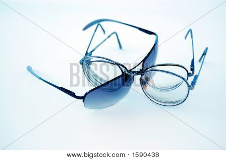 Eyeglasses in a loose display with a