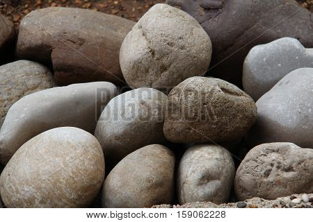 Round stones / Round stones lie on the bank of the river