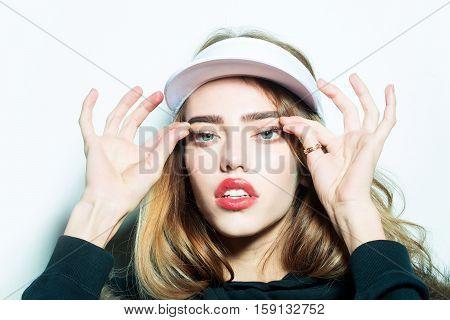 Pretty Girl Pulls Eyelashes