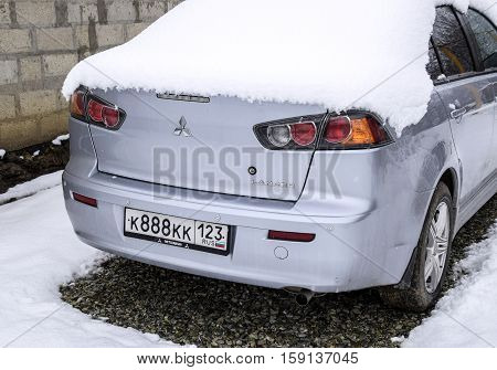 Elitnyy Russia - November 17 2016: I fall asleep wet snow car. Snowfall of wet snow. Snow lying on the car.