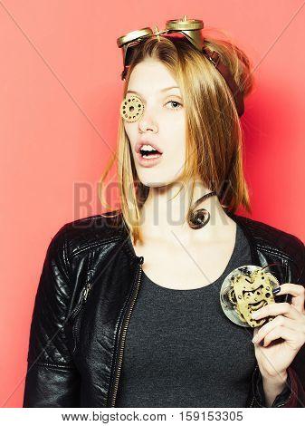 Pretty Girl Keeps Cogwheel
