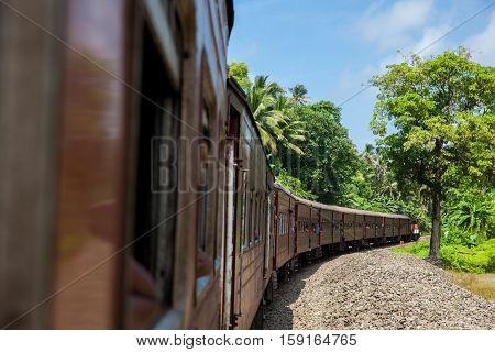 Train to Colombo Eliya On Sri lanka