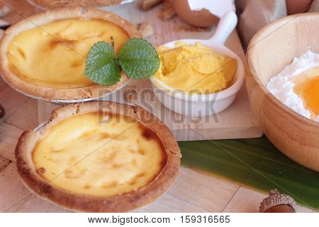 Making egg tart is delicious and egg