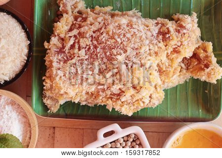 Making pork fried with breaded ( pork cutlet tonkatsu)