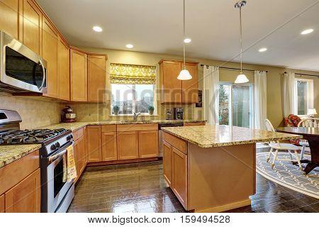 Spacious Kitchen Room With Gleaming Hardwood Floor