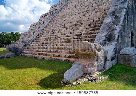 Chichen Itza Kukulkan Pyramid (spanish El Castillo)
