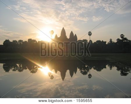 Sunrise On The Imperial Old Khmer City With The Sun, Angkor Vat, Angkor Temples, Cambodgia