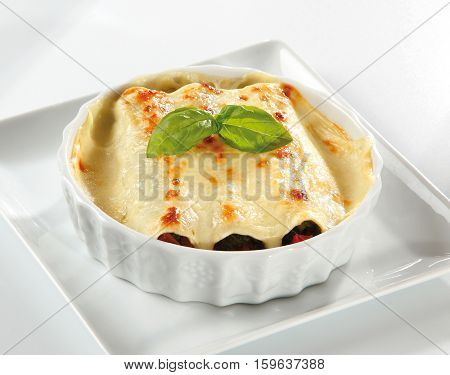 Meat cannelloni with a bechamel sauce gratin