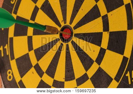 Darts / Target struck exactly in the center