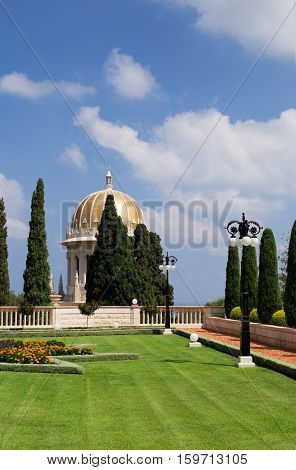 HAIFA ISRAEL - CIRCA SEP 2016: Bahai temple golden dome with blue cloudy sky on background