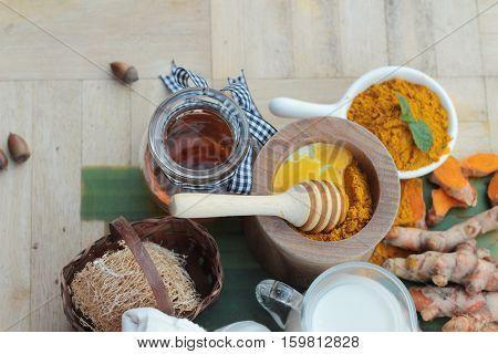 Turmeric powder with honey and milk for scrub