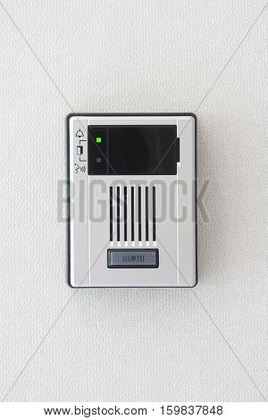 Close up intercom system for communication on wall
