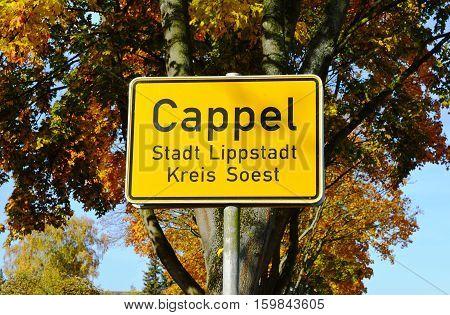 Ortsschild Cappel Kreis Soest Stadt Lippstadt im Herbst