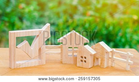 Wooden houses and checkbox. The concept of elections in the municipality. Law on real estate. Local laws. Criteria and advantages of the city. The choice of a new place of residence and home. poster