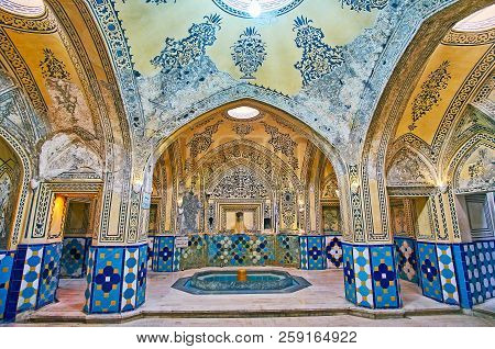 Kashan, Iran - October 22, 2017: Garmkhaneh Hall Of Hammam-e Sultan Amir Ahmad (qasemi Bath) Is Deco