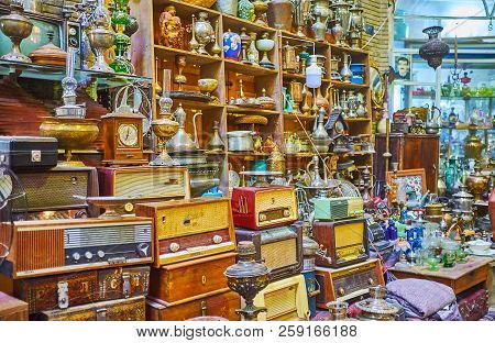 Kashan, Iran - October 22, 2017: The Heaps Of Vintage Pieces - Radios, Tableware, Statuettes, Samova