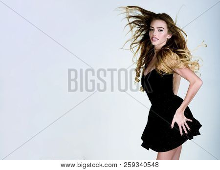 Beauty Model Girl With Long Flying Hair&perfect Makeup In Black Dress. Beauty, Fashion, Make-up, Hai