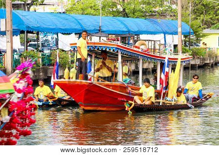 Samutsakorn, Thailand - July 27, Boat In Parades Traditional Of Candles To Temple At Katumban In Sam