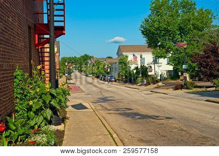 Hudson, Oh - July 28, 2018: Clinton Street In This Charming Northeast Ohio Village Leads From Main S