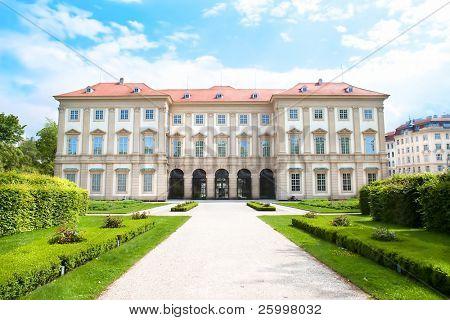 Museo de Liiechtenstein con hermoso parque, Viena, Austria