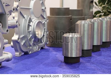 Plunger Tips And Sleeves Are Used  For A Die Cast Machine . Plunger Tip Press Fluid Aluminium  Into
