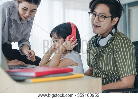 Wor From Home - Concept. Photos Of Asian Families Consisting Of Parents And Daughters. Parents Worki