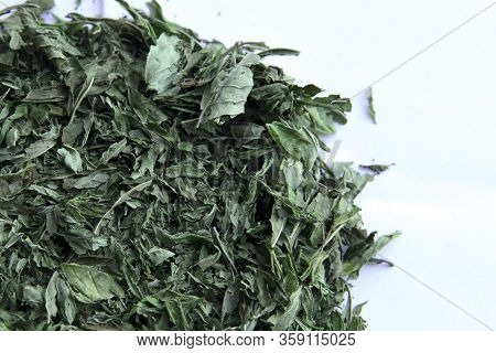 Peppermint Tea Leafs - Dried Peppermint On White