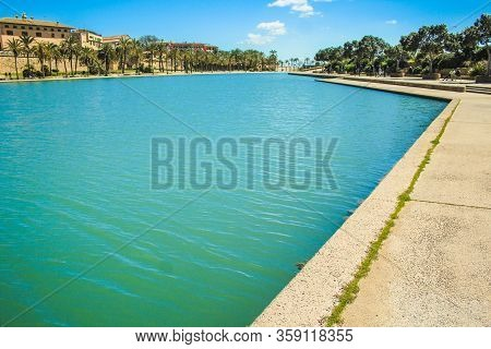 Palma, Mallorca / Spain - March 26 2018: Parc De La Mar With Its Blue Pool Located In The Capital Pa