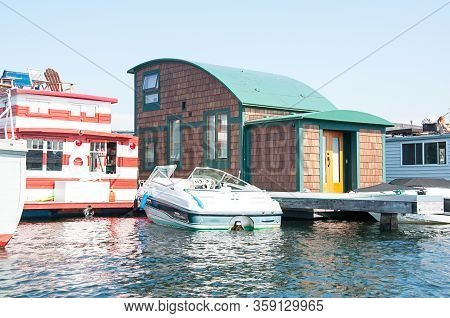 Seattle, Wa Usa August 23, 2014:  Houseboat Living Is An Alternative Living Arrangement That Is Some