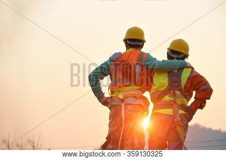 Engineers In Yellow Helmet And The Best Greetings With The Warm Handshake Team Visit The Website Mod