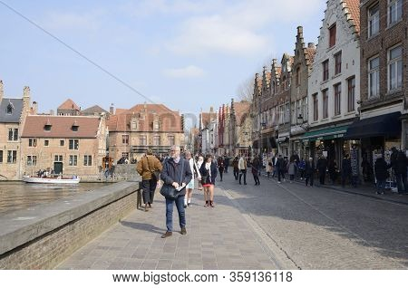 Footpath Along Canal  In Brugge