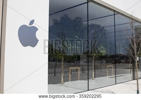 Indianapolis - Circa April 2020: Empty Apple Store Location. Because Of Social Distancing, Apple Has